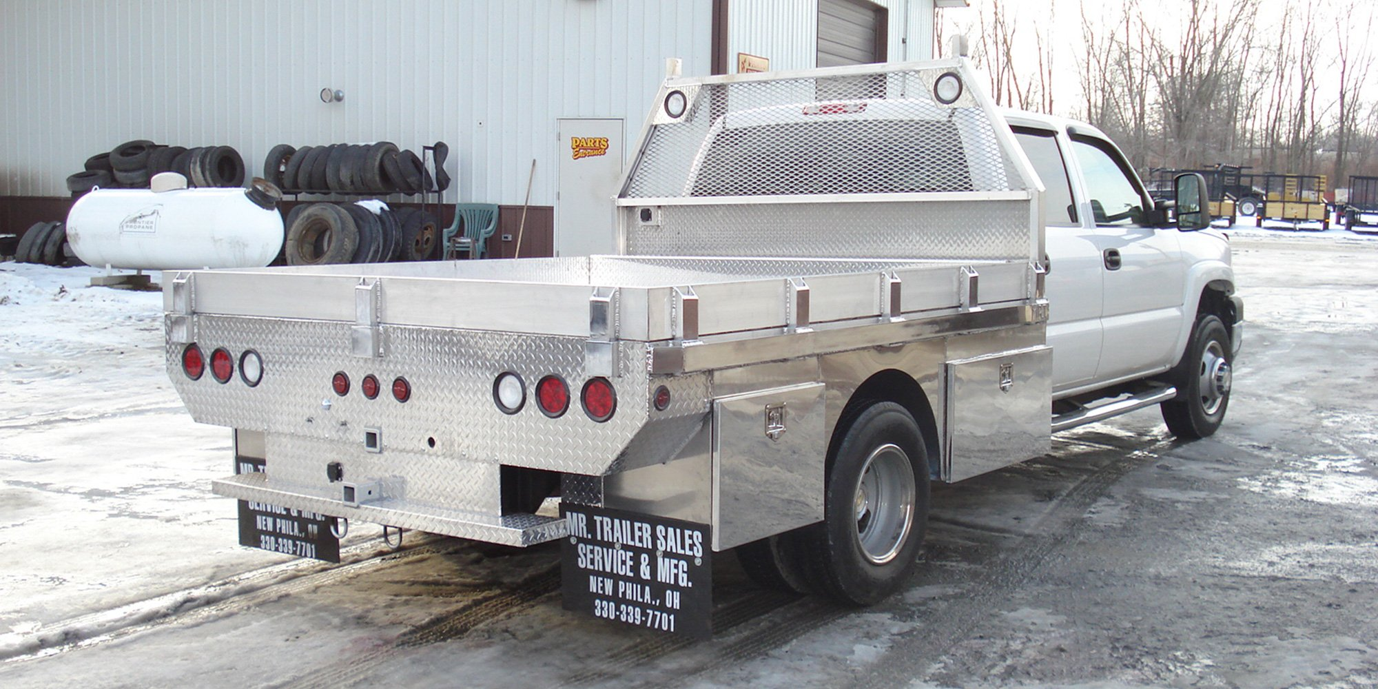aluminum flatbed with headache rack