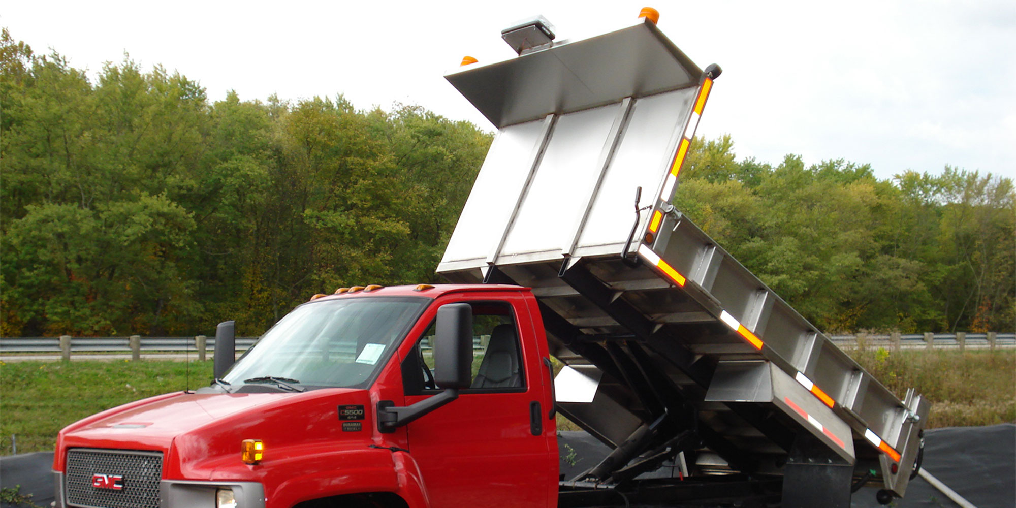 aluminum flatbed with hydraulic tilt dump